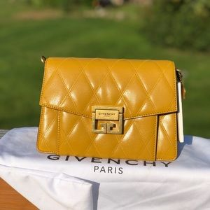 SMALL GV3 BAG IN DIAMOND QUILTED LEATHER